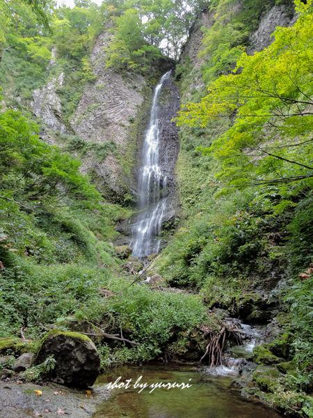 女神山-22-降る滝-2.JPG