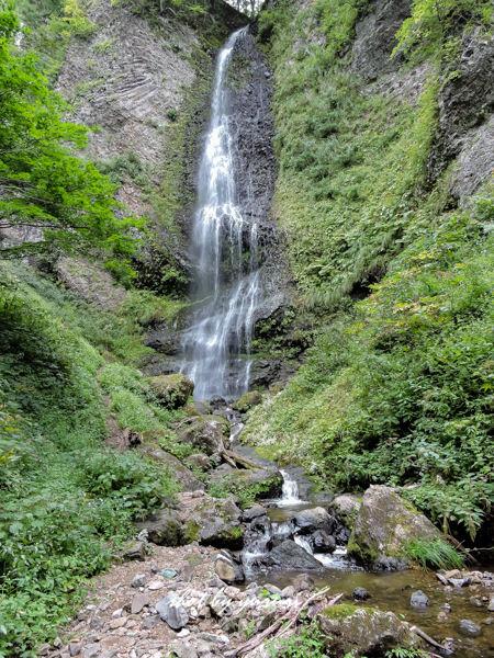 女神山-24-降る滝-3.JPG